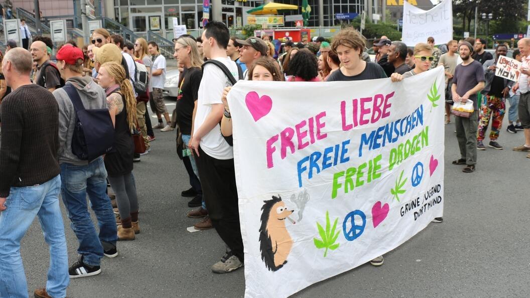 Grüne Jugend gegen Drogenverbote – Forderung nach freien Drogen!