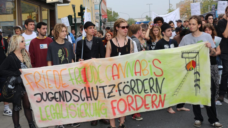 Wir gehen auf Cannabis-Demo und wollen für Jugendschutz, Arbeitsplätze und hohe Steuern die Legalisierung einfordern?